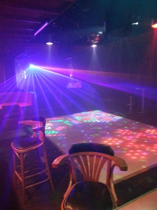 salle disco avec jeux lumières (44)
